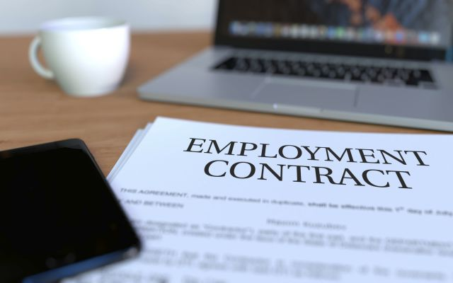 Manage HR Contracts